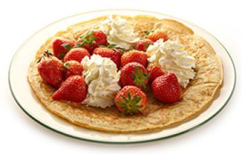 草莓及新鲜打发的奶油 (根据季节提供)