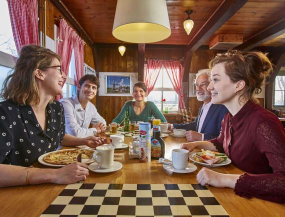 DUTCH COFFEE TABLE - € 15,95